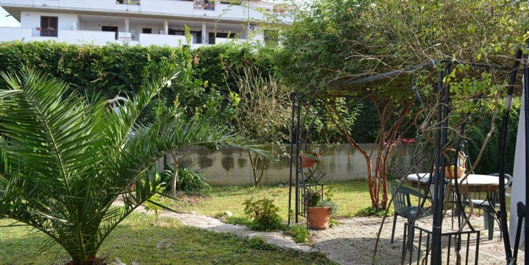 realizza-casa-collecorvino-appartamento-con-giardino-garage-cantina-25