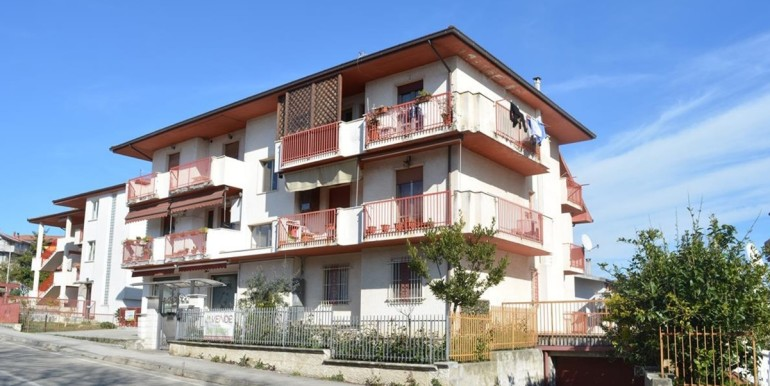 realizza-casa-loreto-aprutino-appartamento-5-locali-con-giardino-e-garage-034