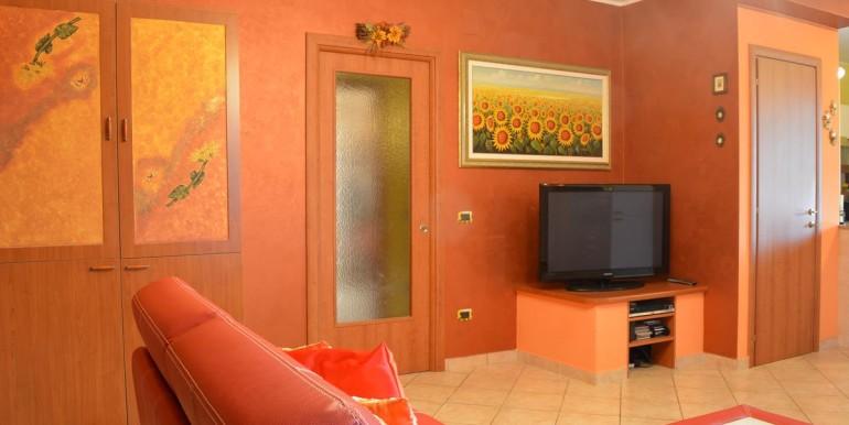 realizza-casa-roseto-appartamento-3-camere-garage-e-giardino-003