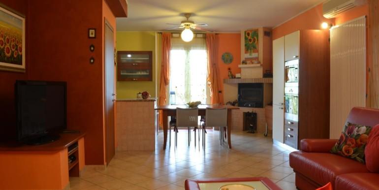 realizza-casa-roseto-appartamento-3-camere-garage-e-giardino-004