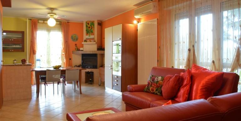 realizza-casa-roseto-appartamento-3-camere-garage-e-giardino-005
