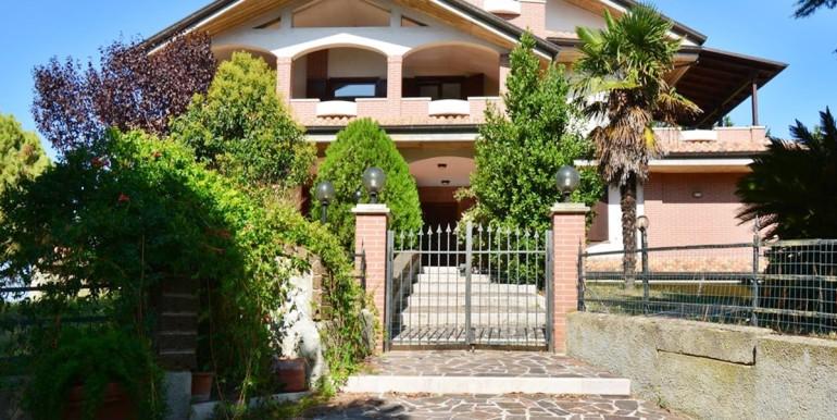 realizza-casa-montesilvano-villa-bifamiliare-con-piscina-002