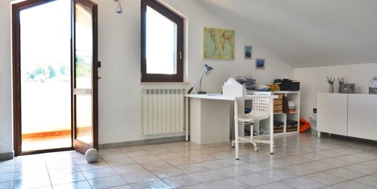 realizza-casa-montesilvano-villa-bifamiliare-con-piscina-024