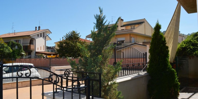 realizza-casa-montesilvano-villa-trifamiliare-di-testa45
