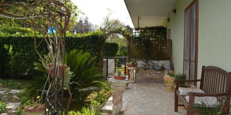 realizza-casa-collecorvino-appartamento-con-giardino-garage-cantina-22