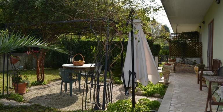 realizza-casa-collecorvino-appartamento-con-giardino-garage-cantina-23