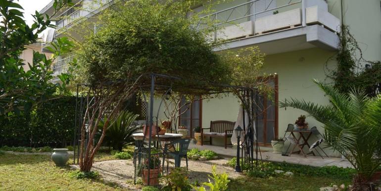 realizza-casa-collecorvino-appartamento-con-giardino-garage-cantina-28