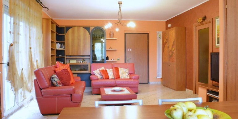 realizza-casa-roseto-appartamento-3-camere-garage-e-giardino-002