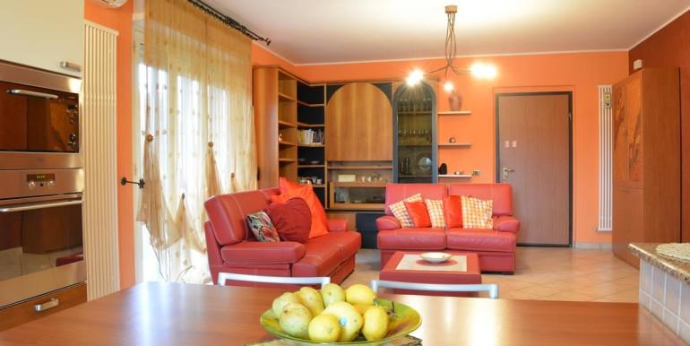 realizza-casa-roseto-appartamento-3-camere-garage-e-giardino-006