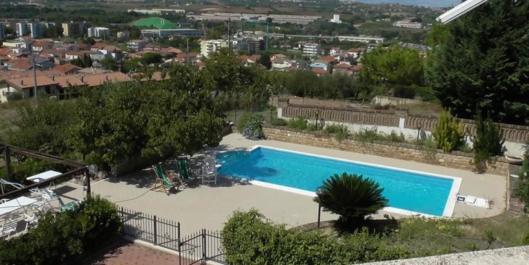 realizza-casa-montesilvano-villa-bifamiliare-con-piscina-001