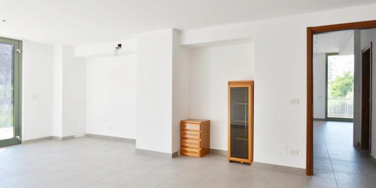 Realizza Casa - Montesilvano Locale Commerciale Via Verrotti 03