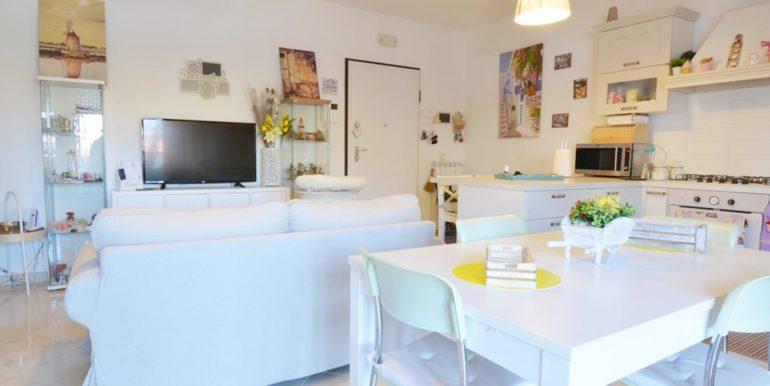 Realizza Casa - Residence Turenum Montesilvano Trilocale Arredato a Reddito 05