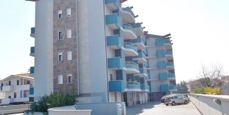 Realizza Casa - Residence Turenum Montesilvano Trilocale Arredato a Reddito 20