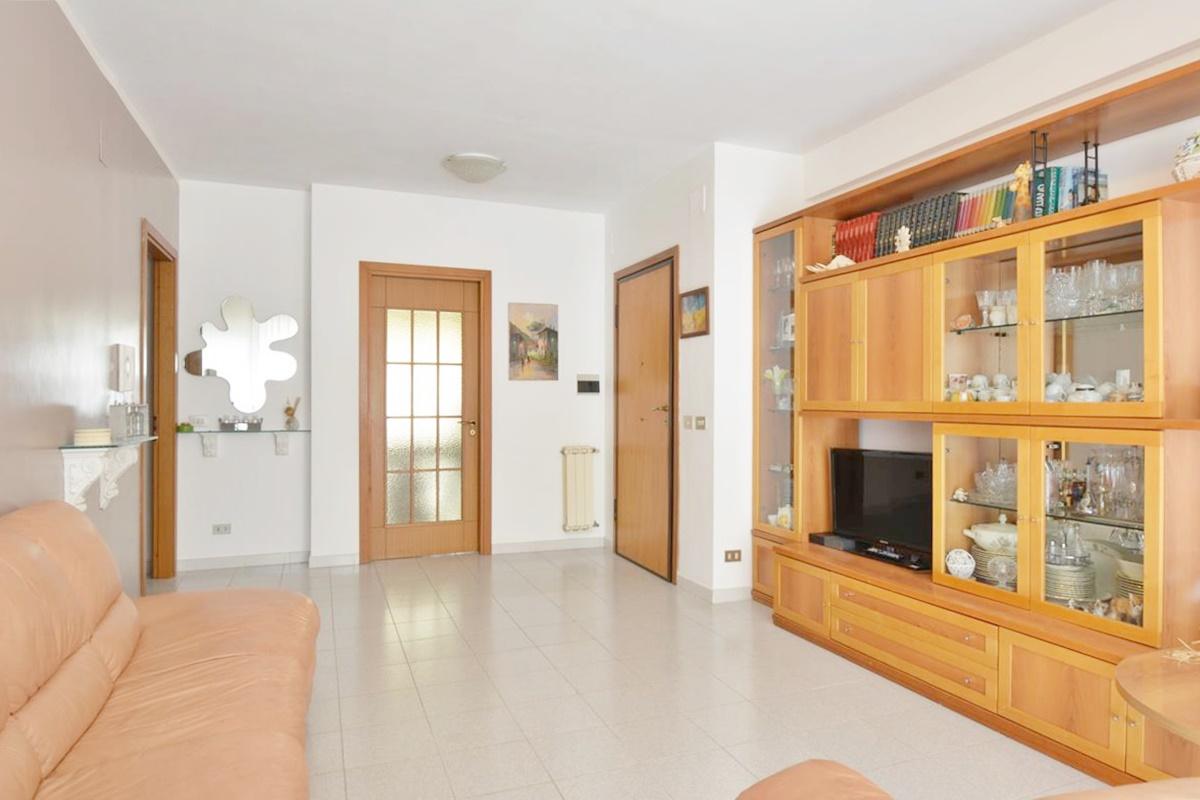 Montesilvano Zona Bingo Appartamento ampia metratura