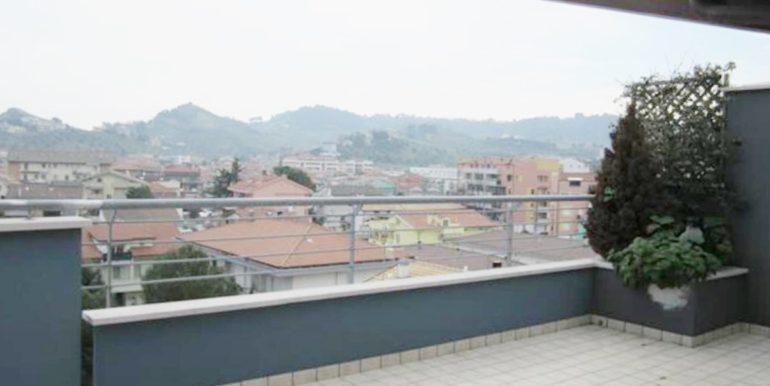 Realizza Casa Residence Turenum Montesilvano Attico Trilocale Arredato a Reddito 09